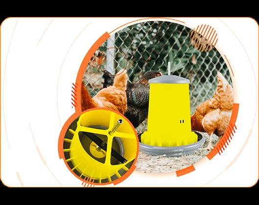 new-Arcus-magna-feeder-in-chicken-coop